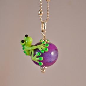 Halsband Groda på lila kula -