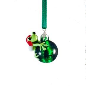 Tomtegroda på julgranskula - Tomtegroda på grön julgranskula