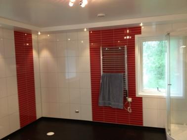 Badrum där vi satt Fibo-Trespo våtrumskivor på väggarna