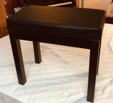Ny stol med notlåda  450kr