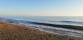 Barfota promenad vid havet