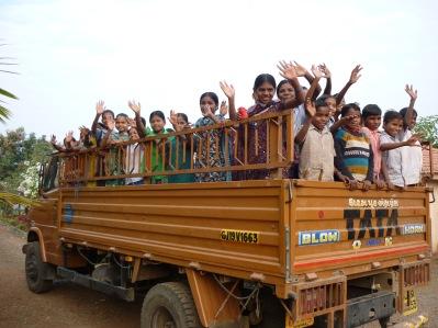 Den här TATA_lastbilen skänktes av TUFF och används flitigt för transporter av livsmedel ut till skolorna och för skjutsning av elever till olika evenemang. På senare år har det blivit vanligare med studiebesök i städerna.