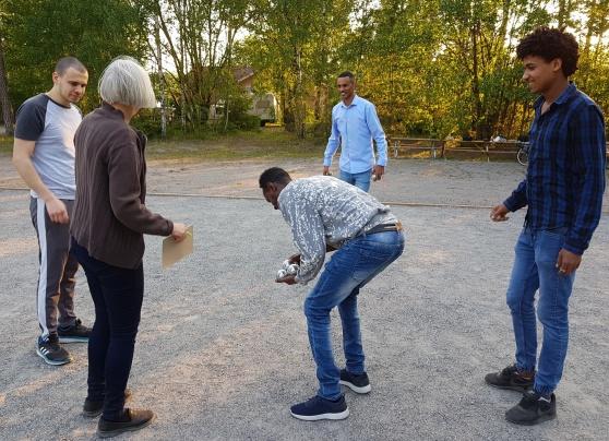 Integrationsgruppen spelade boule i Amaryllisparken i Lindalen en fin sommarkväll i juni.