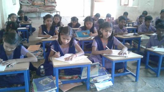 Elever i en av de TUFF-stödda skolorna i Dharampur.