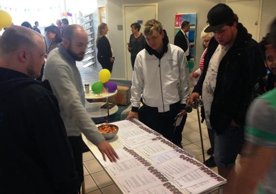Kraftsamling Trelleborg serverade jobberbjudanden vid sitt bord på femårsfirandet av arbetsmarknadsförvaltningen.