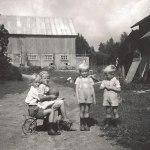 Lennat V, Eivor V, Kjell o Kurt. Bilden tagen orking 1951