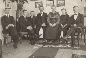 Familjen Foss - föräldrarna Albin och Maria i mitten