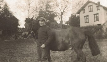 Karl Smolman med hästen Svarten