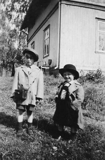 Karl-Erik och Bror-Ove Smolman. Mitten av 1940-talet