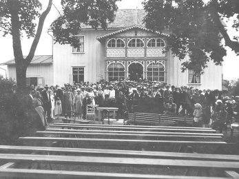 Lundaby på tidigt 1900-tal, sannolikt på Olof Jonssons tid. Bilden från en okänd tillställning.. Någon som vet mer?