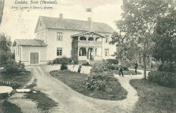 Lundaby också på tidigt 1900-tal. Bilden finns på ett vykort som sändes som en nyårshälsning från Kjerstin och Olof Jonsson. Iwan Stenman i Dalen har gett oss bilden tagen av den kände fotografen Gunnar Ödvall.