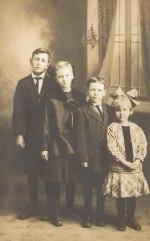 Nels Estlunds barn - Marold, Dorthy, Ralph och Evelyn. Bilden från början av 1920-talet.