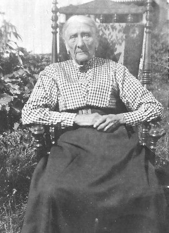 Kjerstin Nilsdotter bor i många år på Lundaby. Hon var född 1845 och flyttar tillsammans med sin man Olof till Lundaby 1866. Hon avlider 1927.