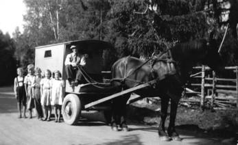 Ole Brekke kör skolskjuts till Åmotfors 1943