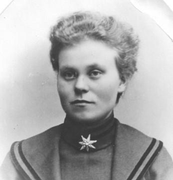 Hulda Olsson född Karlsdotter 1884. Bilden från omkring 1910.