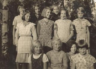 Slöjdflickor på Skönback omkring 1930