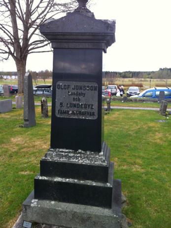 På kyrkogården vid Ny kyrka bör lille Olof Arvid ligga begravd tillsammans med föräldrarna Lundeby. Här ligger också Olof och Kjerstin Jonsson på Lundaby.