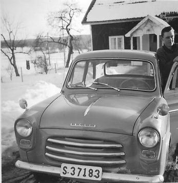 Olle Nilssons första bil - en Ford Anglia. Bilden tagen 1960.