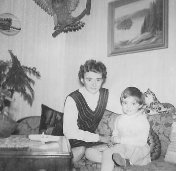 Edvin och Matildas yngsta dotter Vivan Nilsson med dottern Lili.