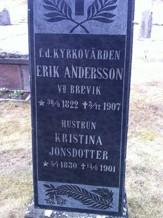 Makarna Eriks och Kristinas gravsten vid Ny kyrka. Båda dog av ålderavtyning enligt död- och begravingsboken.