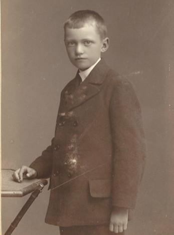 Arvid Brandel f Andersson 1906. Han var Maria Brandels dotter. Fadern var okänd.