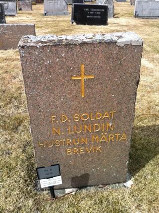 Breviks siste indelte soldat Nils Lundéns grav på Ny kyrkogård.