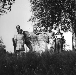 Familjen Axelsson och Gustafssons på Lycka på utflykt till Mangskog. Omkring 1959