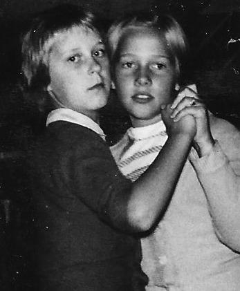 Logdans i Norstuga. Gunnel Vestlund och Erna Axelsson. Bilden från omkring 1960.