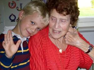 Mormor och barnbarnsbarnet Leo