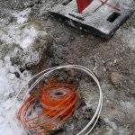 2012-12-12-456 Fiberslang förlagd under Brukskogsvägen utan rör.