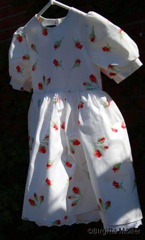 Flickklänning_Rosenknopp_fram