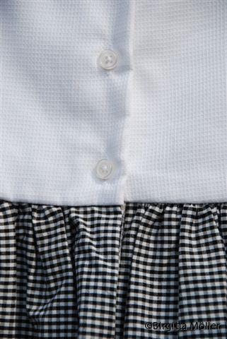 Flickklänning_prästkragar_bak_detail