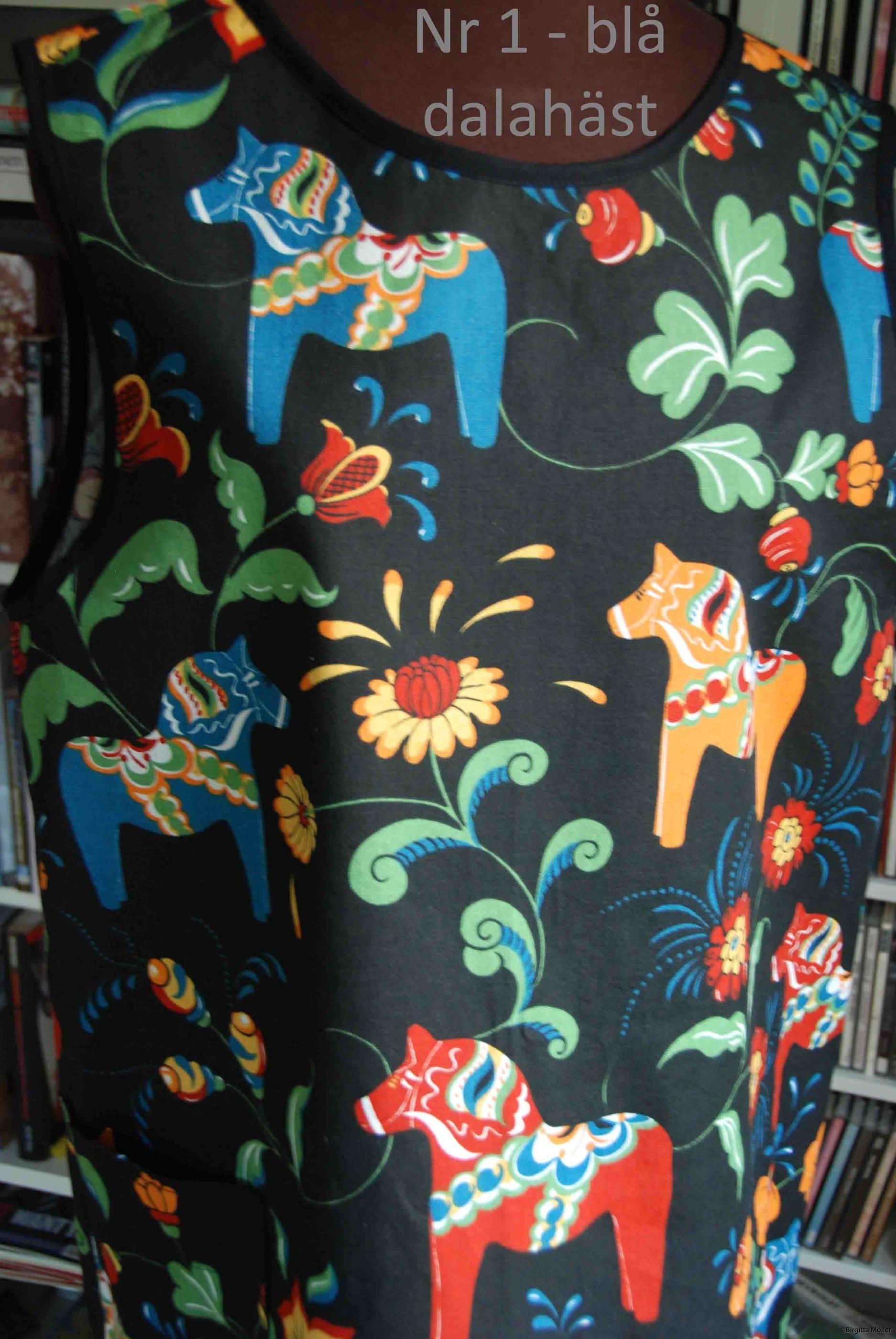 Unikt retroförkläde nr_1c blå dalahäst