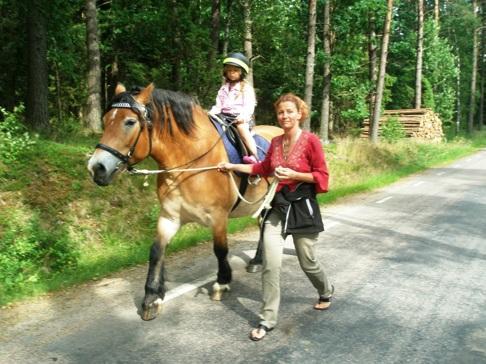 Skallinge Gårds turridningshäst Liiv med Evelina från Halmstad