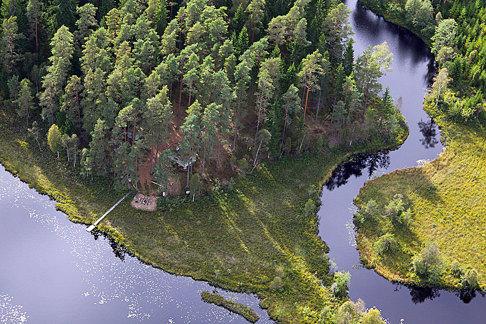 Flygfoto över CAHOMs naturhälsoplats beläget i Skallinge Gårds välskötta skog.