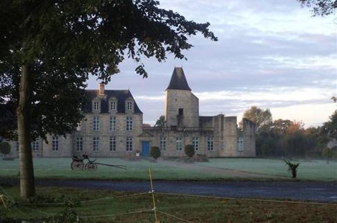 Detta är slottet de driver i Frankrike.