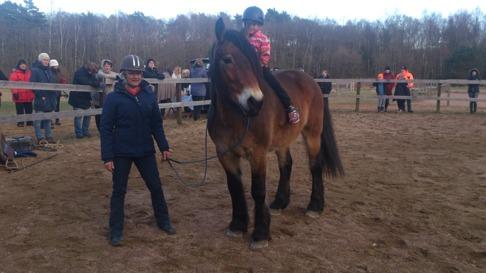 Anna-Carins Dotter Edith var också med på uppvisningen. Hon är också jätteduktig  med hästar.
