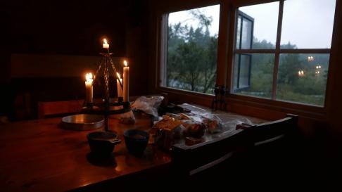 Kura skymning... det kan regna hur mycket som helst nu när vi ska sova i stugan!