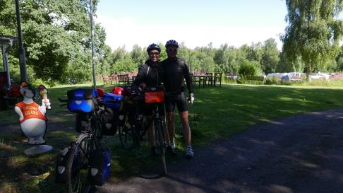 Solen skiner och det är härligt att vara cykelturist i Sverige! Varmt välkomna åter till Skallinge Gård och Sverige!