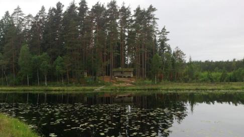 Vår Eco Lodge ligger vid Braxsjön och här kan du finna lugn och ro och en känsla av att vara långt ute i vildmarken. Klicka på bilden för att få mer information och om stugan är ledig när du vill komma och bo!