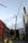 22246_07_2008-07-10 För att lyfta i den nya pipan krävs ett kranlyft 140 meter upp i luften. Ett spännande precisionsarbete