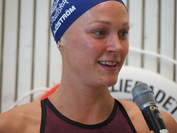 Årets första Svenska rekord av Sarah Sjöström kom på GP i Malmö - 28,21 på 50m ryggsim. En sänkning av hennes gamla rekord med 1/100-del.