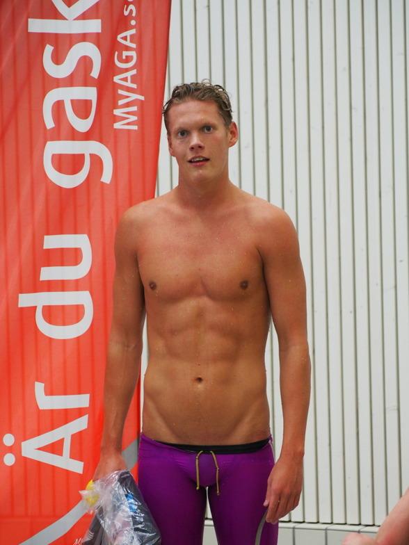 Adam Paulsson, Elfsborg vann klart 400m medley herrar i dagens GP-simningar. Enda noteringen under 4.30 i fältet.