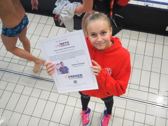 Hanna Rosvall Ängelholms Simsällskap - tog emot priset som Årets Överraskning i svensk simning , strax innan finalpasset på lördagen.