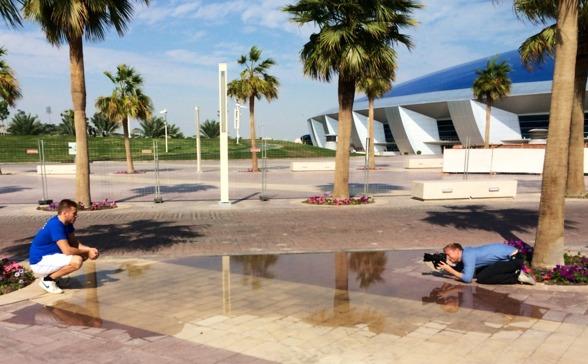 På plats i Doha är det fotografering på gång. Här är det Johannes Skagius som
