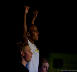 Simon Sjödin på prispallen efter 200m fjärilsim