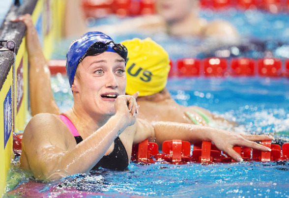 Mirea Belmonte Garcia simmade som första dam under 2 minutersvallen på 200m fjärilsim.