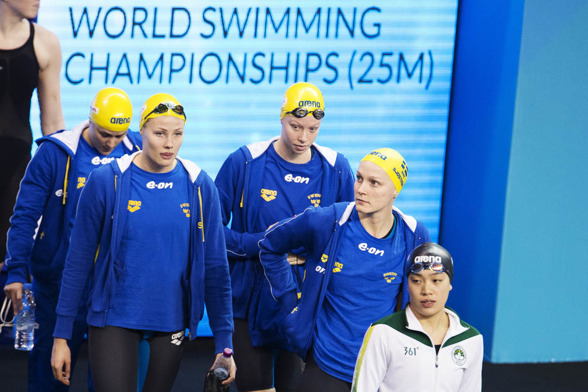 Svenska damlaget laddar inför lagkappen på 4x200m fritt