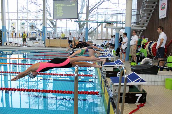 Så här såg det ut när de yngsta tjejerna simmade 400m fritt i Västerås.