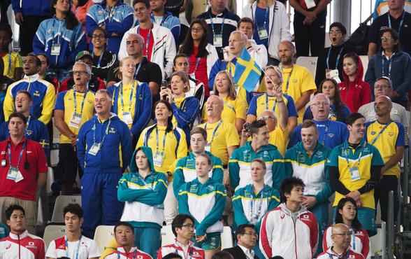 Svenska truppen sjunger så det rungar i Kazan arena